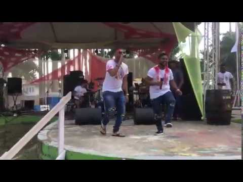Sandesh Sewdien and Ravi Babooram performing for Holi in Suriname